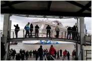 Die Norwegian Escape vor den Landungsbrücken in Hamburg – 365tageasatzaday
