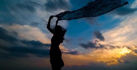Frau vor Abendhimmel | 365tageasatzaday